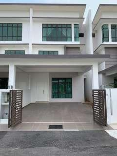 Ozana residence 2.5 storey For rent new ( 6 rooms 6 toilets ) Gated Guarded ( Semi furnished )