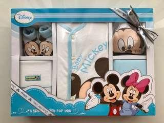 Disney Mickey Newborn Gift Set