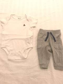 BABY GAP body suit and pants (set of 2)