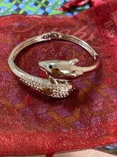 Dolphin Bangle #APR10