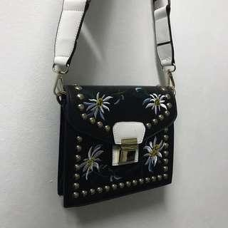 🚚 Embroidery Sling Bag