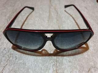 🚚 Hugo Boss shades