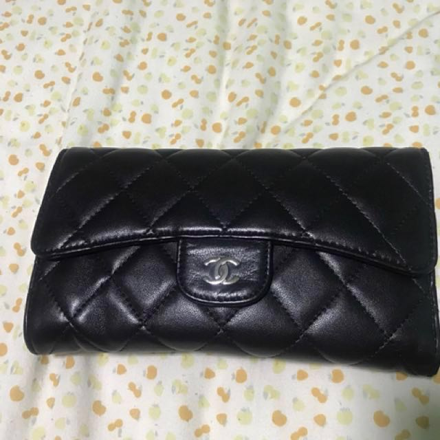 407991c60907 AUTHENTIC CHANEL CLASSIC FLAP WALLET (Lambskin   Silver-tone Metal ...