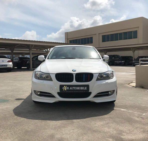 Gojek Grab Ryde BMW 318i sunroof white car rental