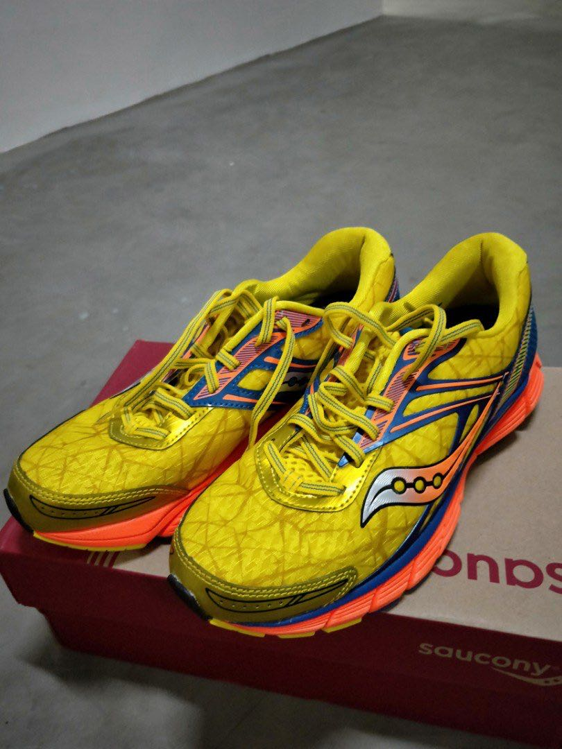 the best attitude 83a9f 75646 Saucony Running Shoes breakthru