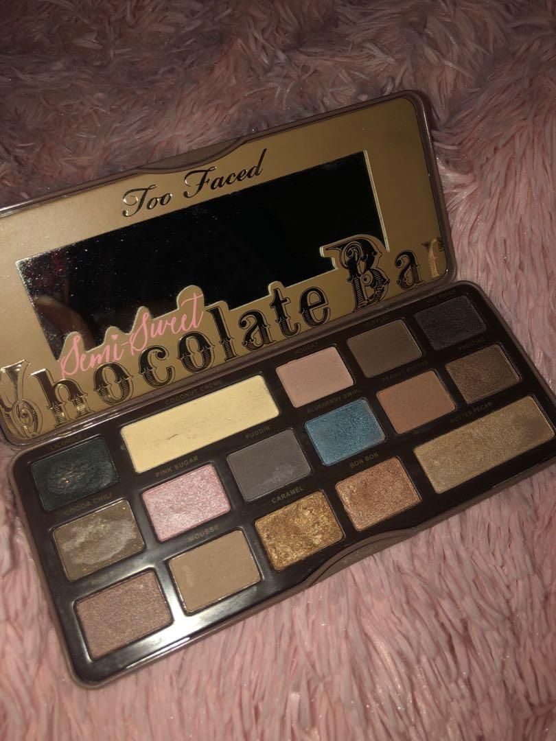 Too faced Chocolate bar semi sweet eyeshadow palette