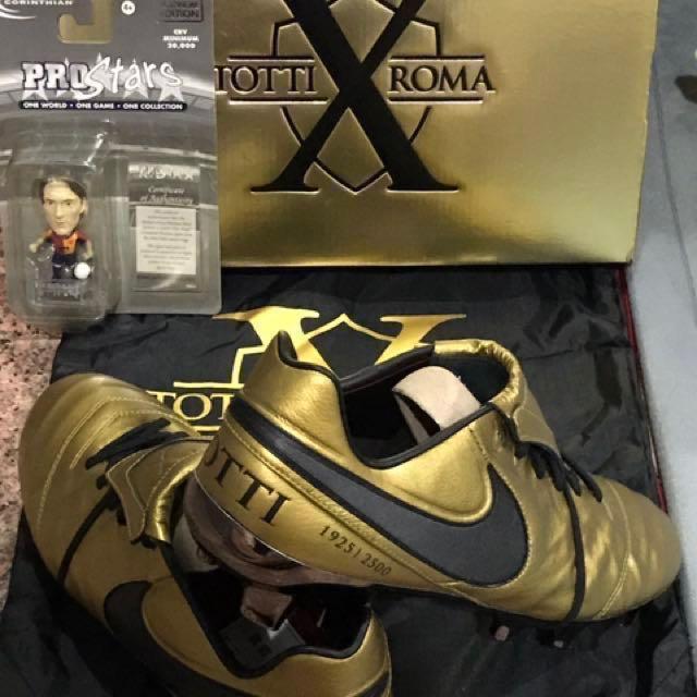 buy popular 10309 72d78 Totti Nike Tiempo Boots us10, Sports, Sports & Games ...