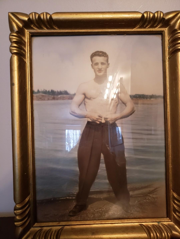 Vintage Gold Frame/Portrait of Man