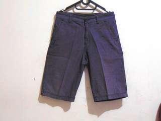 Celana Pendek Pria GAB'S (Abu-abu Kotak)