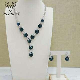 🚚 Necklace set
