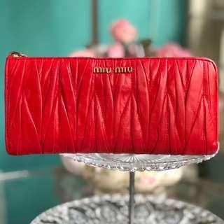 🚚 Authentic Miu Miu Matelassé Half Zip Long Wallet