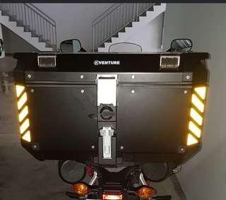 Reflective safety chevrons box