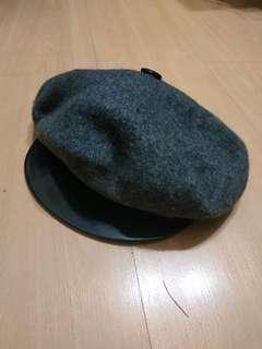 🚚 Gray flat top cap beret black faux leather PU trim