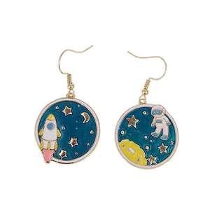🚚 Astronaut earring