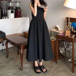 吊帶素色抓皺小黑裙高腰洋裝