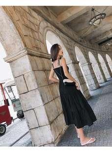 🚚 赫本風小心機設計感復古吊帶渡假洋裝