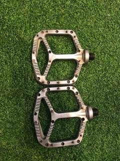 One up pedal