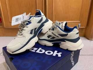 🚚 Reebok 老爹鞋