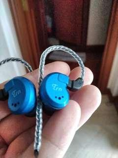 🚚 PRICED TO SELL TRN v80 iems
