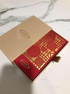 Tod's red packets in gold box
