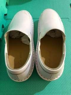 🚚 女白色平底鞋