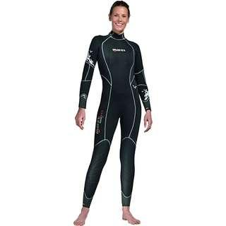 Dive suit (looking for female wetsuits)