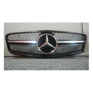 W212 GRILLE TAIWAN (USED)