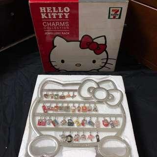 🚚 絕版香港限定7-11 Hello Kitty Charms 35th Anniversary 吊飾一套35款+手鍊+手機吊飾含展示架