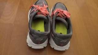 Sketchers shoes size 3 in Us