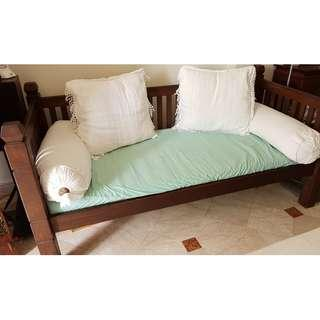 Balinese-style sofa bed