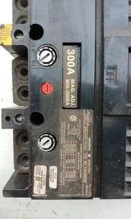 Circuit breaker frame