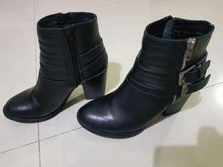 🚚 Leather boot
