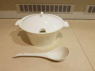 Big porcelain soup pot 2.6Litre