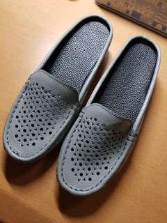 Brand new size 4 lady shoe
