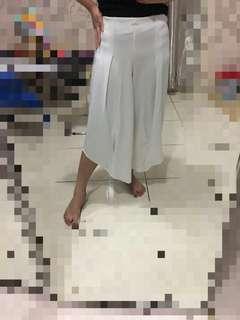 Celana kulot putih