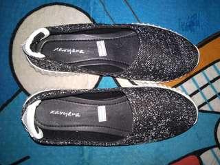 Sepatu Slip On Bintik