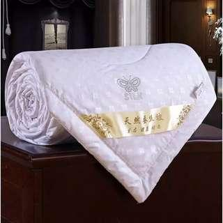 100% Mulberry Silk Filled Comforter