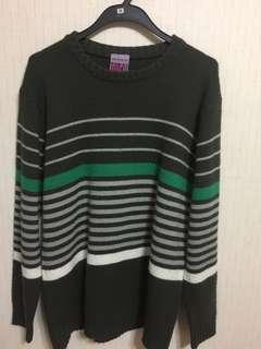 🚚 條文綠色毛衣 M號