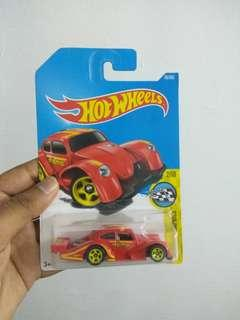 Momo volkswagen red hot wheels