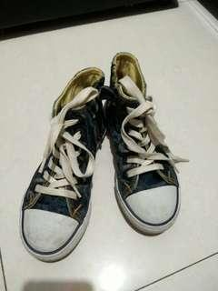 Sepatu merex levis
