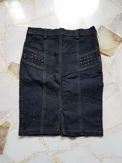 🚚 Denim Skirt with studs