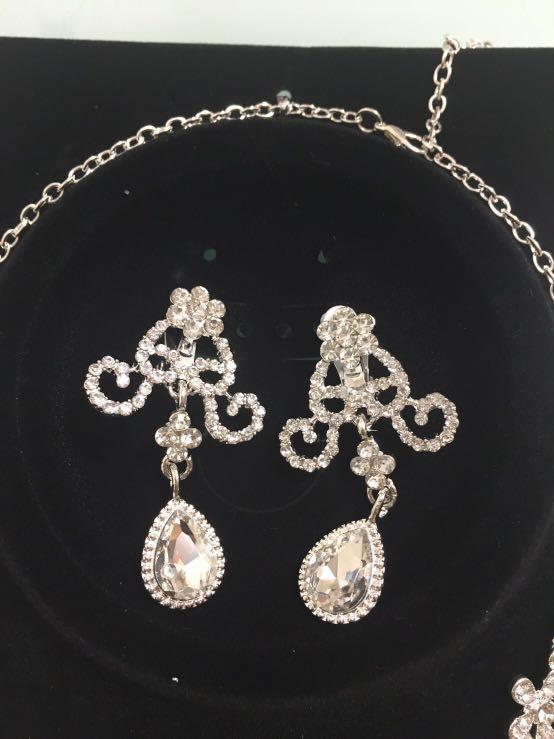新娘結婚 飾物 頸鍊 耳環 閃石 套裝 全新 未使用過 耳環是耳夾款,不是耳針款