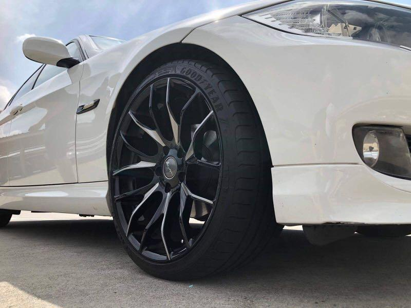 BMW 318i with Sunroof for Gojek Grab Ryde Private Usage short and long term white 3 series