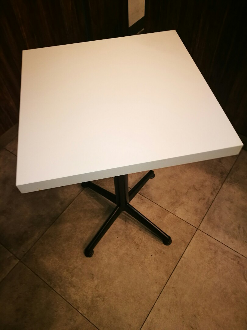 Small Table Furniture Tables Chairs On Carousell