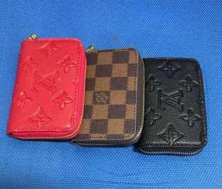LV coin purse with zipper