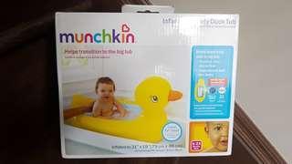Bnib munchkin inflatable tub