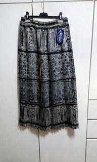 Italy made long pleated ankle length skirt 全新意大利百摺長半腰裙