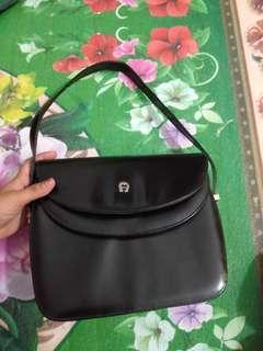Tas hitam elegan