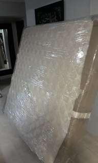 🚚 BN King size mattress $80