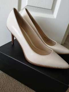 BNWB Heels Size 8